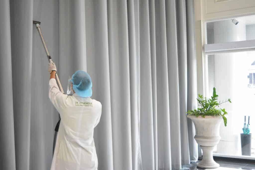 บริการทำความสะอาดพร้อมฆ่าเชื้อโรคบนผ้าม่าน